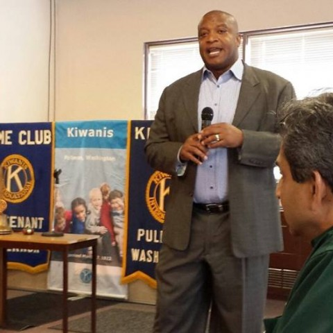 Philanthropist and former Seahawks football player Mack Strong speaks at the Pullman Kiwanis in March 2016.